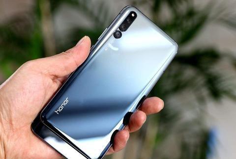 华为首款滑盖全面屏手机清仓,麒麟980+三摄,赵明彻底爆发了