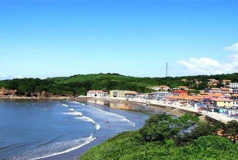 中国山东有仙气的岛屿,周边的人夏天过来避暑,是因为风景好吗