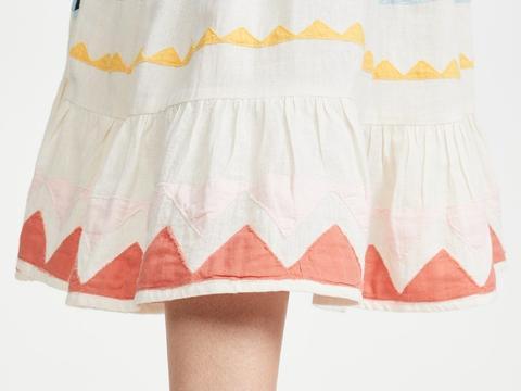 小姐姐穿珊瑚色鱼嘴捆绑式高跟凉鞋,秀出靓鞋玉足性感迷人!