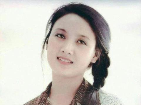 爱夫如命的邓婕:嫁给二婚张国立不生子,为继子张默操碎了心