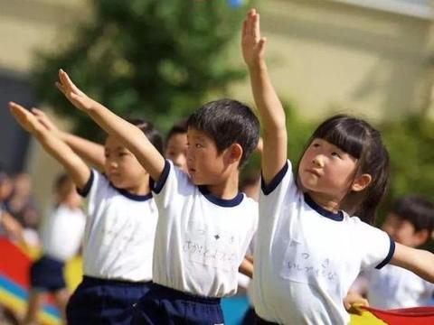 """日本男女不愿结婚生子,首相""""放大招""""解决生育难题,国民满意"""