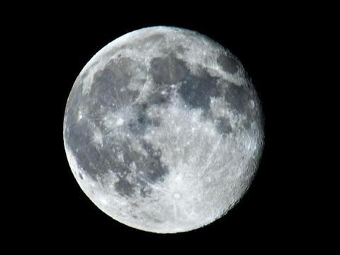 如果月球被陨石撞的偏离轨道,或者直接毁灭,对地球有什么影响?