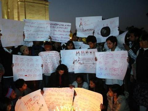 印度女大生 公车上遭性侵杀害案 定谳!4恶徒3月3日绞死