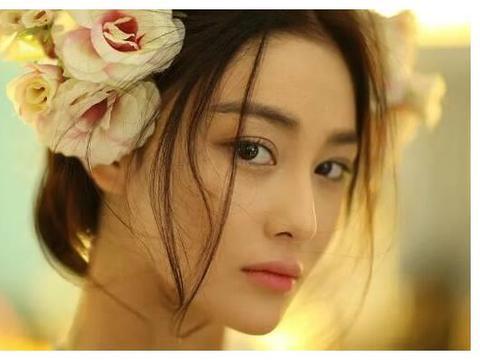 张馨予为丈夫做蛋糕裱花,曾因太崇拜不敢直视对方,如今嫁给爱情