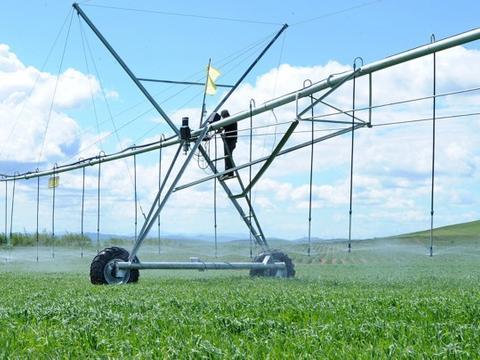 一小时浇灌近千亩地的方法,前提是需要满足两个条件!