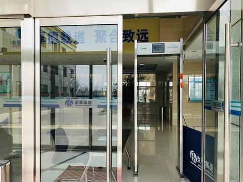 复工防疫不放松,京张高速启用门架式体温检测仪