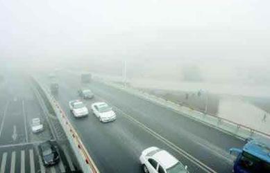 机动车在雾天临时停车时 应开启什么灯