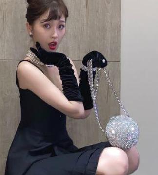虞书欣扮赫本花了22w,不少明星还都为她打气,网友:什么背景?