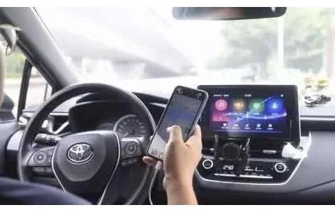开车用手机导航罚款200,车主怒道:是车不能开还是手机不能用?