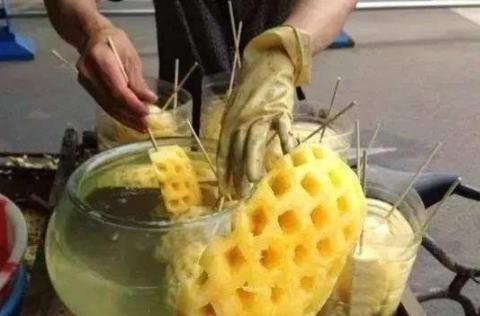 """买菠萝时,遇到这""""3种""""请选择避开,水果摊贩都不让家人吃"""