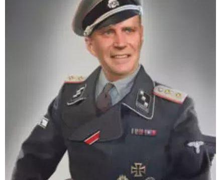 二战时的德国军服,备受收藏界的追捧,为何设计得如此漂亮?
