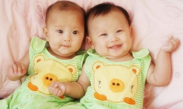 双胞胎儿子长得不一样,丈夫怀疑妻子做亲子鉴定