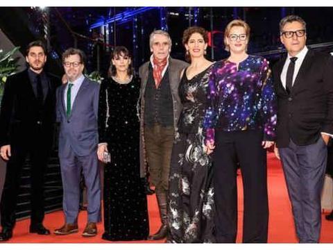 柏林电影节开幕,贾樟柯齐溪登上红毯,为实力派点赞