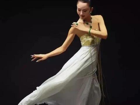 为了跳舞终生不要孩子,几千万建造神仙宫殿,杨丽萍的孤独与倔强
