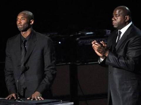 11年前,也是在斯台普斯,科比曾出席迈克尔-杰克逊的追悼会
