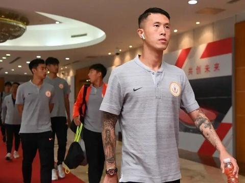 河南建业锁定四大内援,34岁国脚中锋有望回归?教练组迎巨变