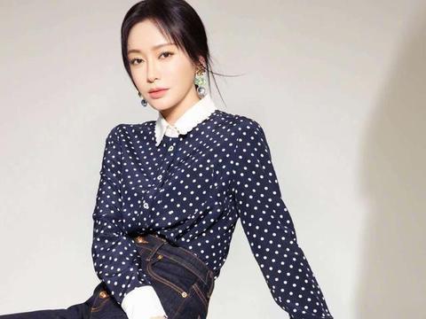 40岁秦岚真是优雅有气质,复工拍时尚杂志,五官精致显年轻