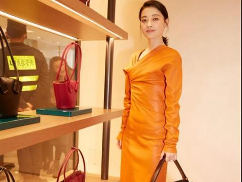 梅婷身材真丰满!一袭红色缎面吊带裙优雅大气,藏不住的凹凸感