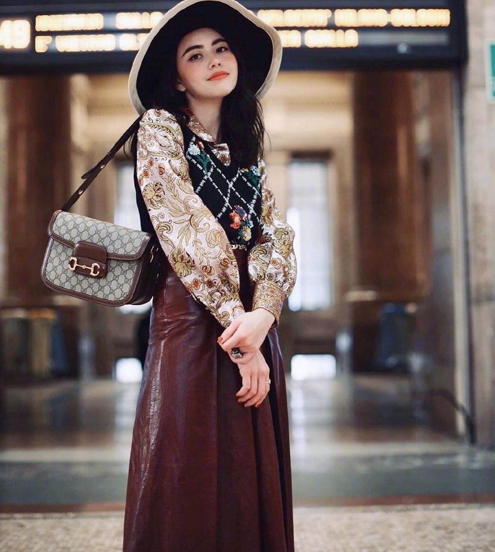"""Mai不愧是""""泰国第一神颜"""",穿皮裙印花衬衫,美得如同洋娃娃"""