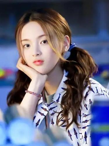 35岁杨丞琳撞上21岁杨超越,同为马尾辫造型,少女感居然一点不输