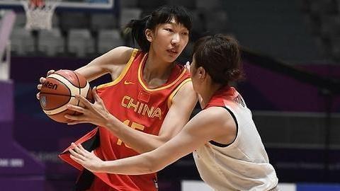 许利民称赞效力WNBA韩旭带回了先进的篮球理念?周琦只带钱回来