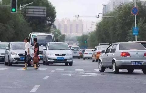 这些轻微交通违法行为,交警只警告不罚款
