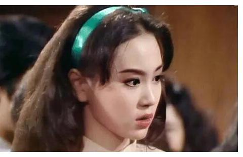 刘雪华年轻时照片,眼镜大大的,和洋娃娃一样!
