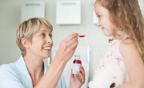 妈妈好心办坏事,私自给孩子喂药,反应过来后孩子已经没了呼吸!