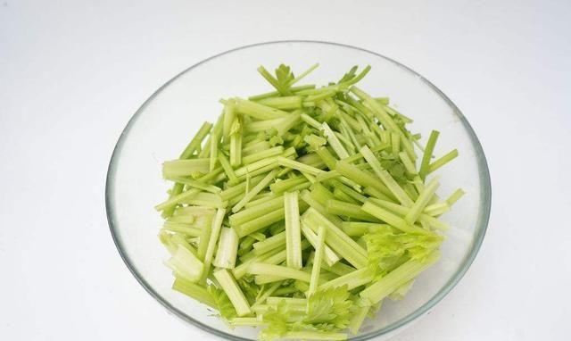 纤维素是菠菜的15倍,100克才13大卡热量,早晚吃点,瘦出小蛮腰