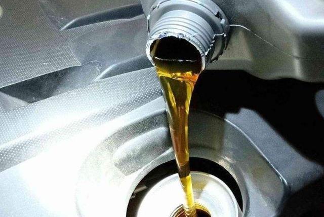 保养汽车别傻傻就是换机油!记得勤保养这4处,3年后还是新车
