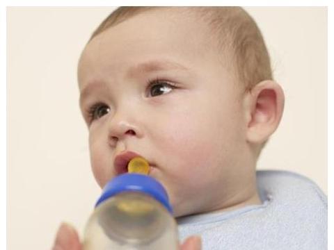 6个月后添加辅食,别进入4个误区,容易毁了脾胃,宝宝总生病