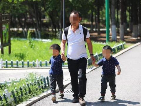 苍井空晒双胞胎孩子,称孩子长得像爸爸,网友:孩子咋一白一黑呢