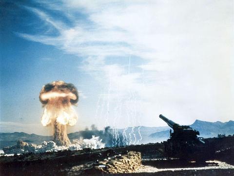 美军复活一款超级大炮,一炮能打1600公里!瞄准两个最大假想敌