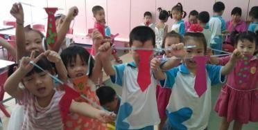 """幼儿园让娃""""献爱心"""",看到娃捐赠的物品时"""