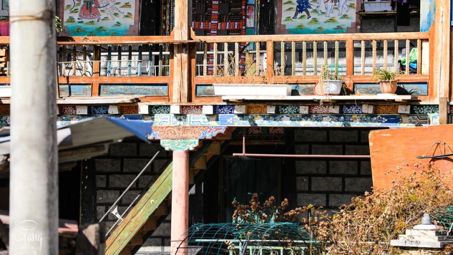走进西藏,古老朴素的藏族民居和现代建筑