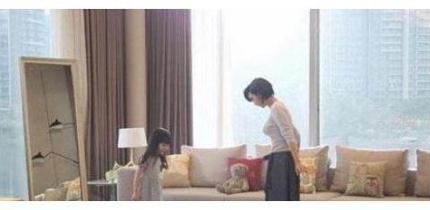 参观朱茵在香港的豪宅,被黄贯中宠爱了20年,连卧室装修都很浪漫