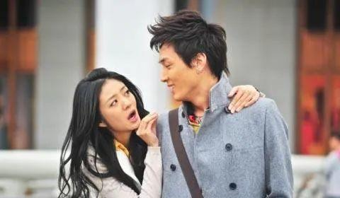 那么爱安以轩的李承铉,为何最终会选择戚薇?