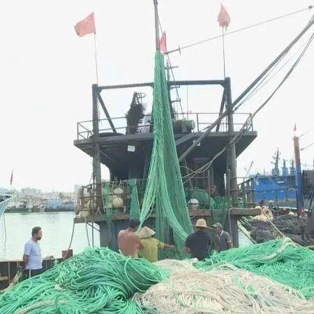 三亚崖州中心渔港逐步复工 12米船只已放开
