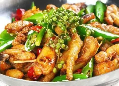 这些家常菜的做法都比较简单,成本也很便宜,拿来招待客人有面子