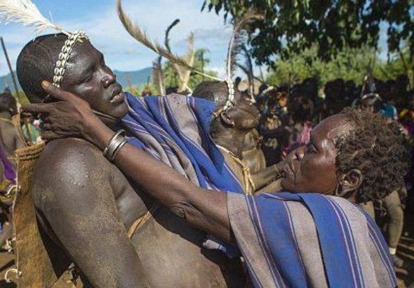 """世界最""""奇怪""""部落,男性肚子越大越帅,大到不能走路就是巅峰!"""
