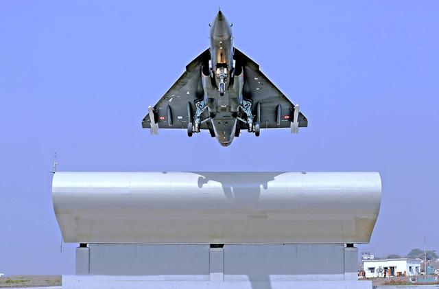 自信爆棚?已拖延40年的LCA战机,鼓吹可以战胜苏30甚至歼20