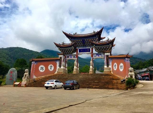 云南旅游第一名山鸡足山,位于大理境内景点
