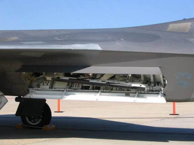 工艺比歼20如何?近距离细品猛禽战机,超级涡扇或是唯一优势