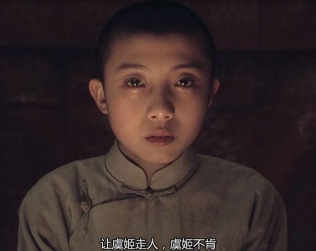 他是《霸王别姬》中的少年程蝶衣,五代梨园世家,如今43岁成这样