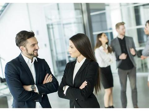 工作中,朋友间有地位职级之分好还是称兄道弟好?