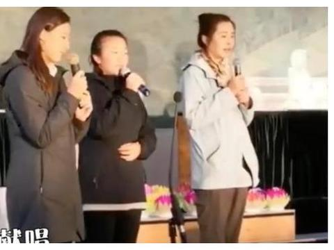 女神变大妈?53岁王祖贤现身公益活动诵经,面部松弛难认出