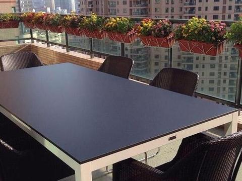 晒晒王琳现实中的家,把天台改造成餐厅,平时下雨连饭也吃不成?