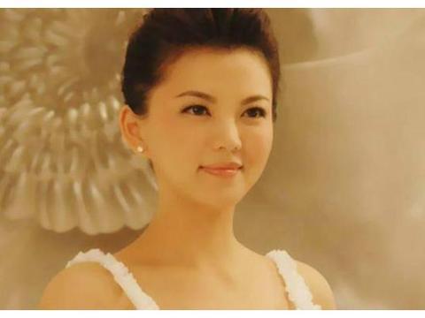 李湘和富商李厚霖结婚仅1年,为何最后却二婚嫁给了导演王岳伦?