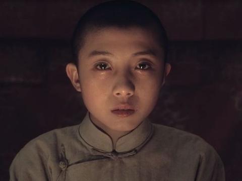 他是《霸王别姬》中的少年程蝶衣,五代梨园世家