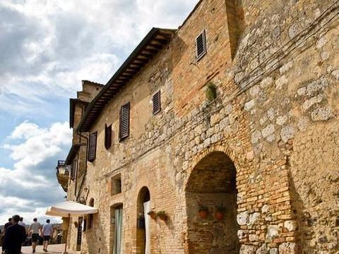 浓郁的中世纪风格,完好的建筑古迹,千年小城圣吉米亚诺